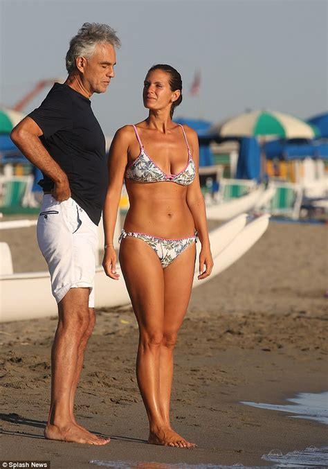 old wife bikini jpg 634x906